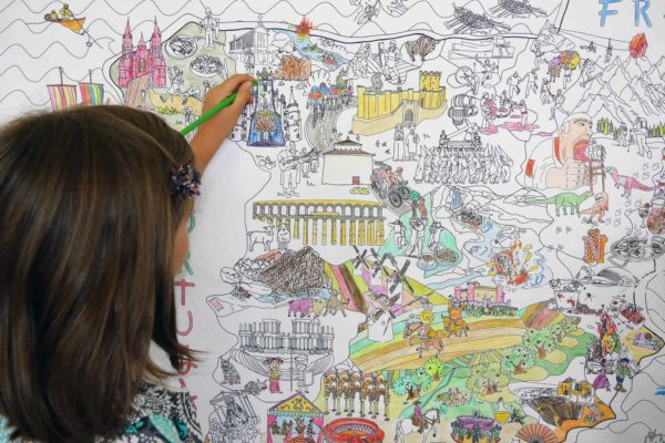 Girls painting with markers the giant coloring map of Spain by Pinta y Pinto