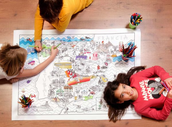 Children coloring the giant coloring map of Spain by Pinta y Pinto